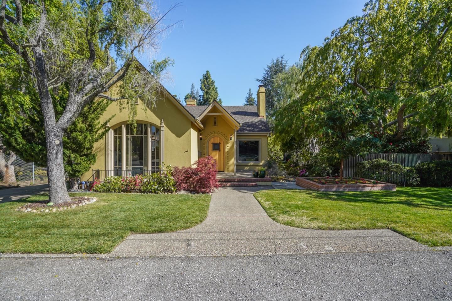 Photo for 208 Belmont AVE, LOS GATOS, CA 95030 (MLS # ML81836754)
