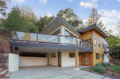 Photo of 124 Foxwood RD, PORTOLA VALLEY, CA 94028 (MLS # ML81814756)