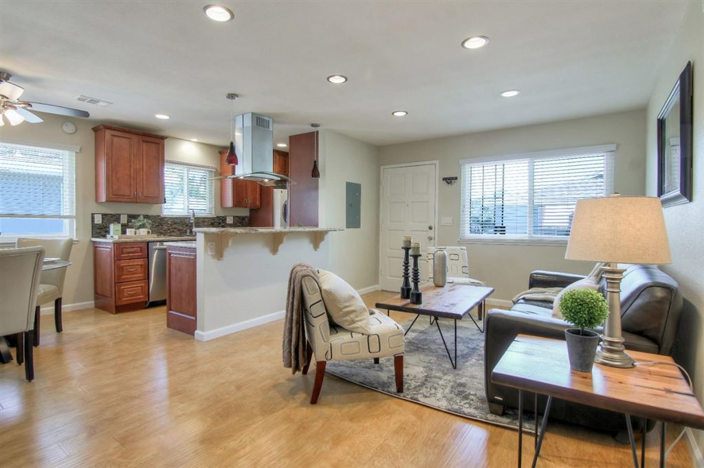 Photo for 5498 Tradewinds Walkway 4 #4, SAN JOSE, CA 95123 (MLS # ML81764761)