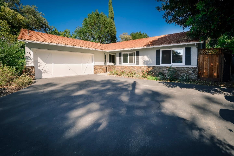 Photo for 219 Portola Court, LOS ALTOS, CA 94022 (MLS # ML81851816)