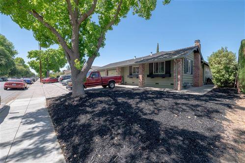 Photo of 977 Henderson Avenue, SUNNYVALE, CA 94086 (MLS # ML81847835)