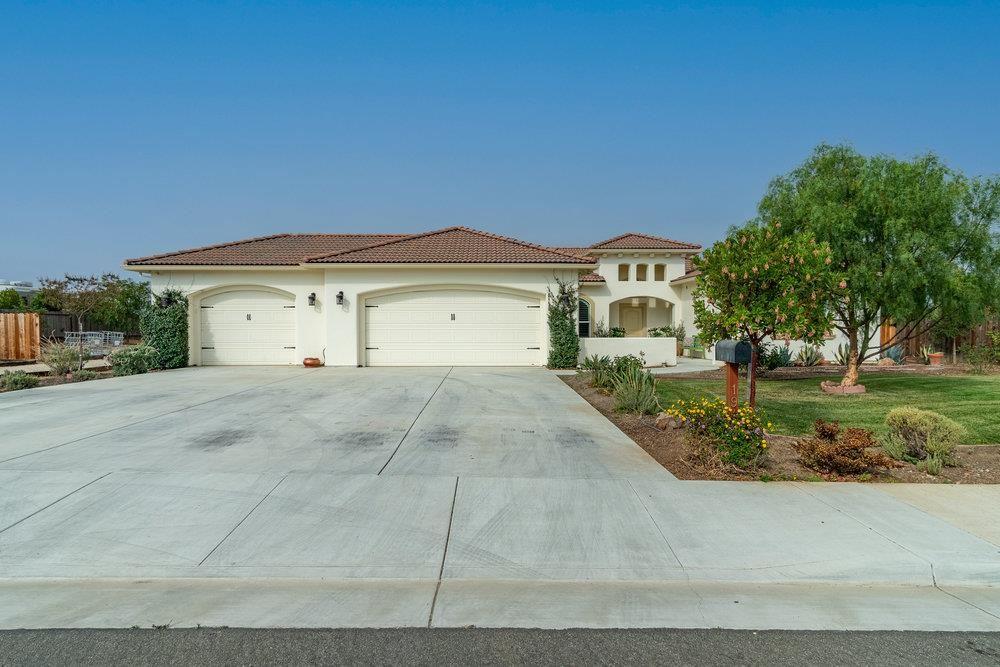 Photo for 194 Rosebud Lane, HOLLISTER, CA 95023 (MLS # ML81866846)