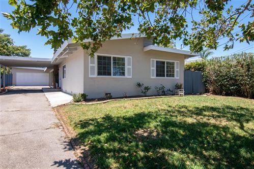 Photo of 15565 El Gato LN, LOS GATOS, CA 95032 (MLS # ML81801850)