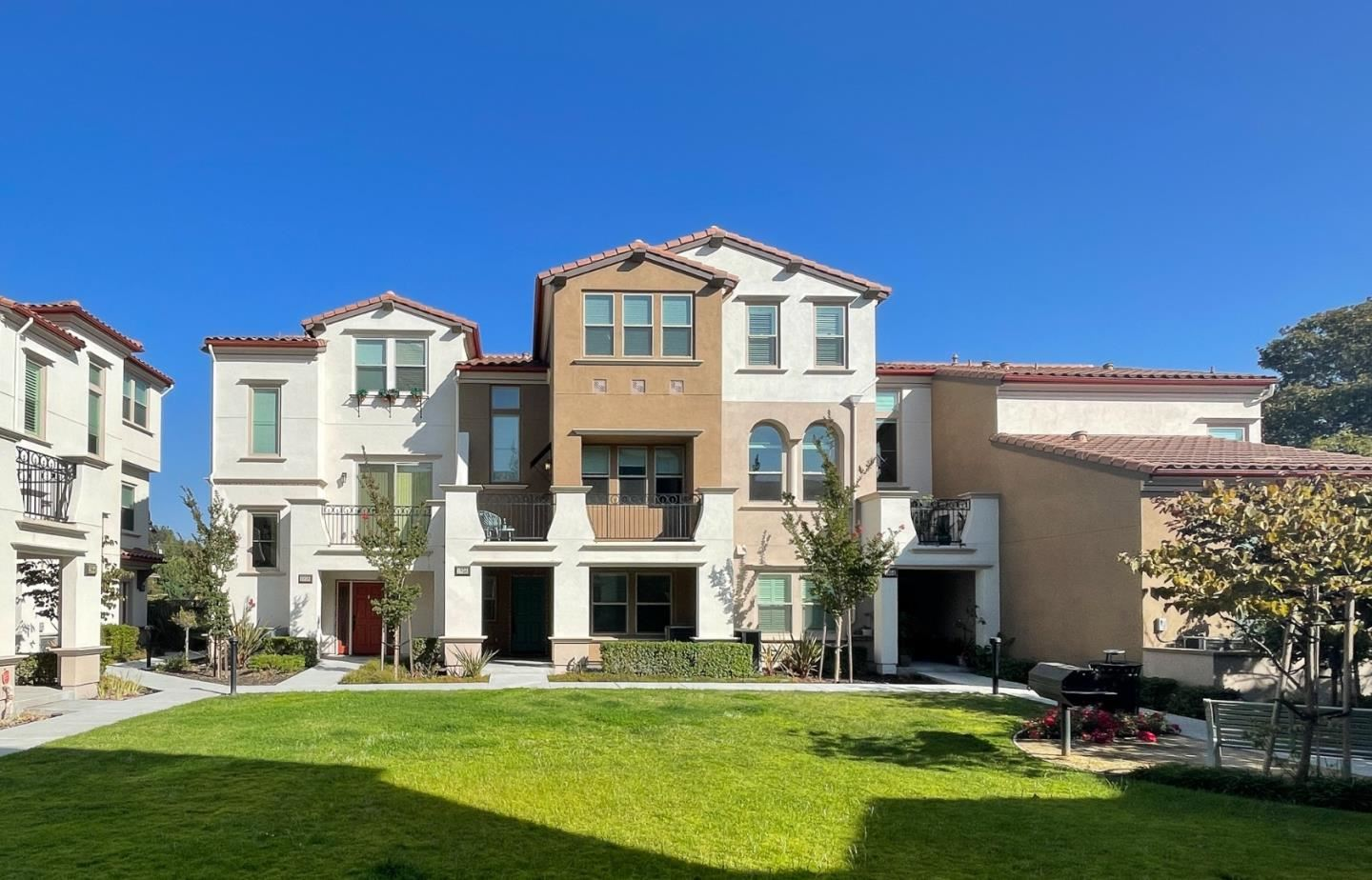 Photo for 1956 San Luis Ave, MOUNTAIN VIEW, CA 94043 (MLS # ML81861856)