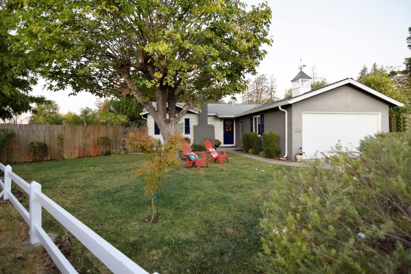 Photo for 300 Sobrato DR, CAMPBELL, CA 95008 (MLS # ML81818869)