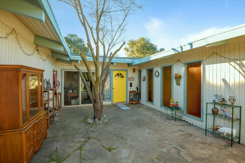 Photo for 450 Mariposa AVE, LOS ALTOS, CA 94022 (MLS # ML81828869)