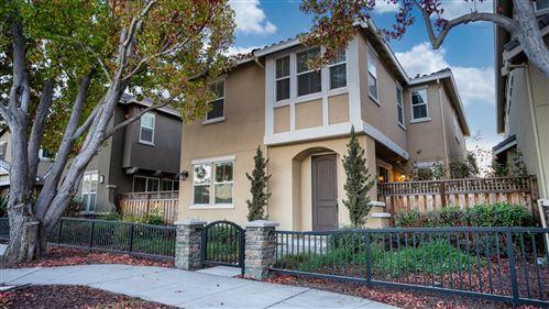 Photo of 530 Aspen Place, EAST PALO ALTO, CA 94303 (MLS # ML81866892)