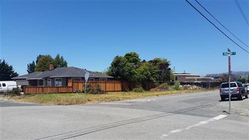 Photo of 495 Filbert Street, HALF MOON BAY, CA 94019 (MLS # ML81755914)