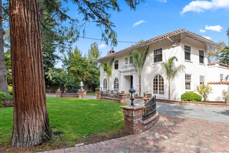 Photo for 1 Heritage Court, ATHERTON, CA 94027 (MLS # ML81837918)