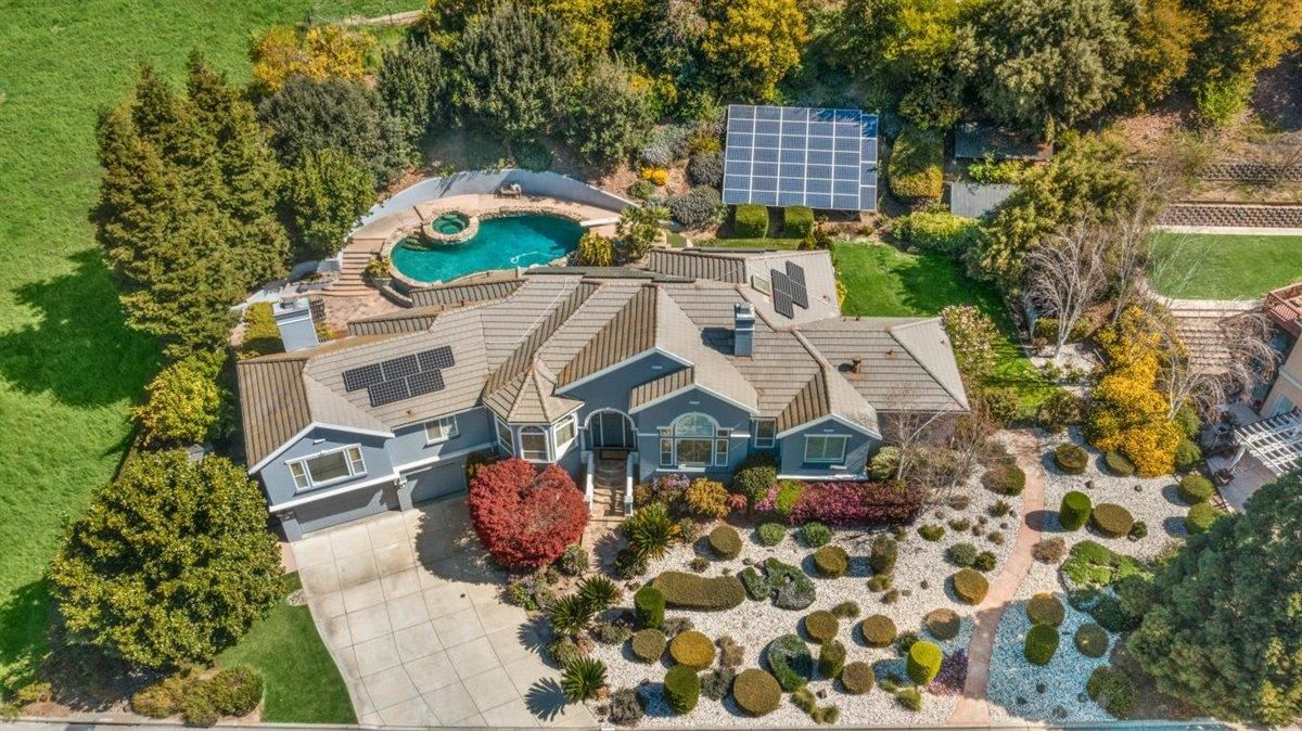 Photo for 2125 Mantelli DR, GILROY, CA 95020 (MLS # ML81836921)