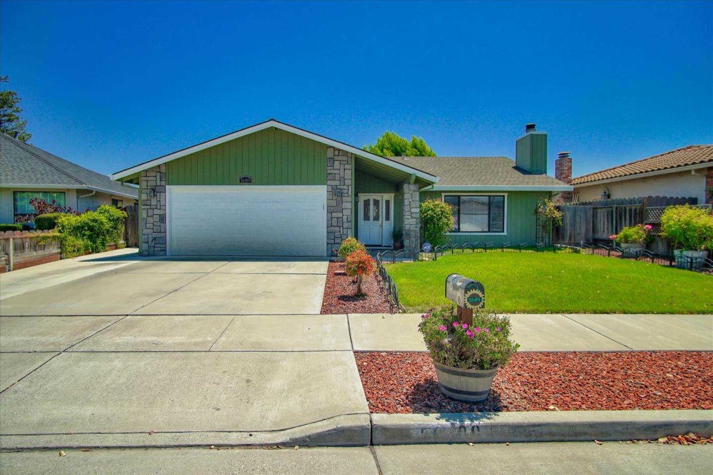 Photo for 1689 Vallejo DR, HOLLISTER, CA 95023 (MLS # ML81798927)