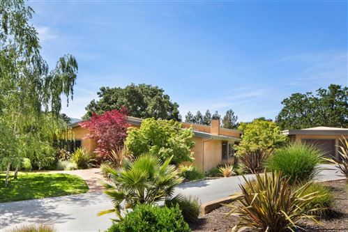 Photo of 155 Meadowood DR, PORTOLA VALLEY, CA 94028 (MLS # ML81785931)