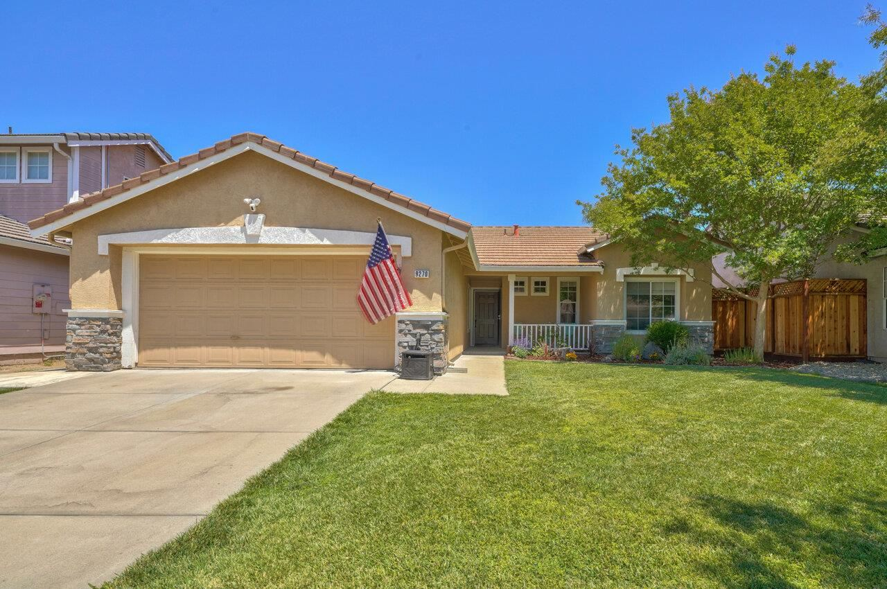 Photo for 9270 Loganberry Drive, GILROY, CA 95020 (MLS # ML81847953)
