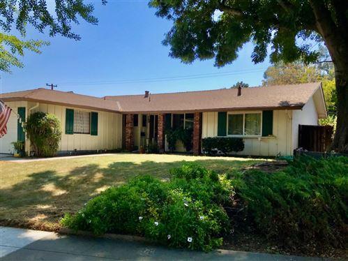 Photo of 988 Twin Brook Drive, SAN JOSE, CA 95126 (MLS # ML81848997)