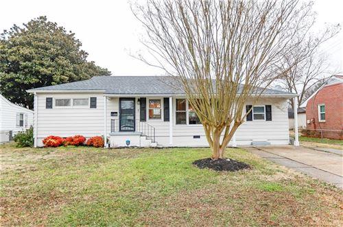 Photo of 7 Beechwood RD, Hampton, VA 23666 (MLS # 10361446)