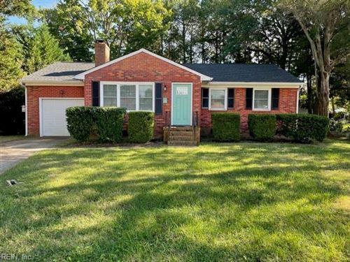 Photo of 908 Thornbriar CT, Hampton, VA 23661 (MLS # 10406881)