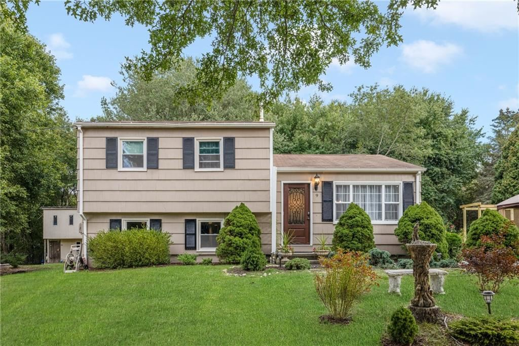 Photo of 9 Red Barn Drive, Westerly, RI 02808 (MLS # 1295851)