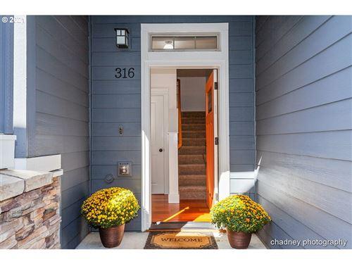 Photo of 316 NE MORGAN ST, Portland, OR 97211 (MLS # 21519002)
