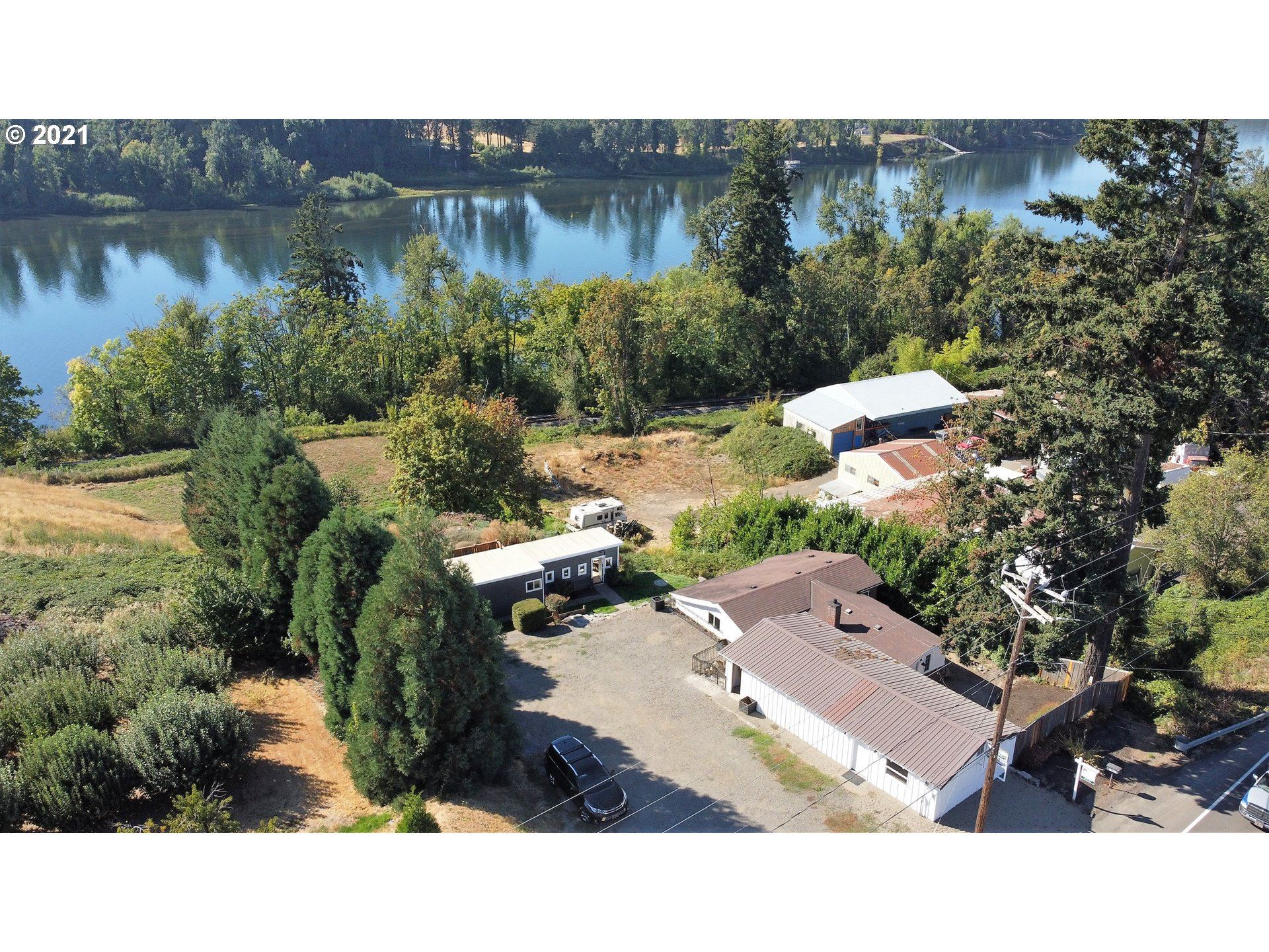 Photo of 21685 S HIGHWAY 99E, Canby, OR 97013 (MLS # 21088002)