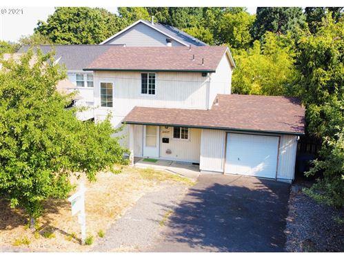Photo of 2437 SE TACOMA ST SE, Portland, OR 97202 (MLS # 21582004)