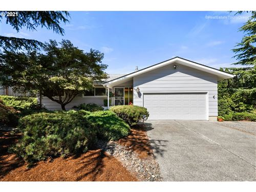 Photo of 9348 SE SUN CREST DR, Happy Valley, OR 97086 (MLS # 21371005)