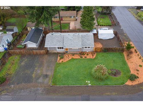 Tiny photo for 211 CHERRY AVE, Oregon City, OR 97045 (MLS # 20153006)