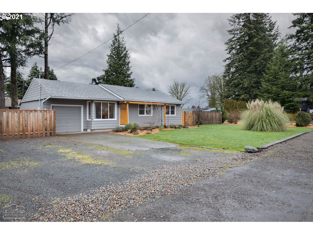 Photo for 211 CHERRY AVE, Oregon City, OR 97045 (MLS # 20153006)