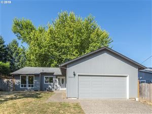 Photo of 2030 16TH ST, West Linn, OR 97068 (MLS # 19151010)