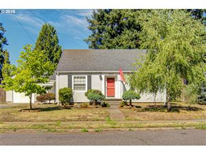 Photo of 12517 SE LINCOLN ST, Portland, OR 97233 (MLS # 19044016)