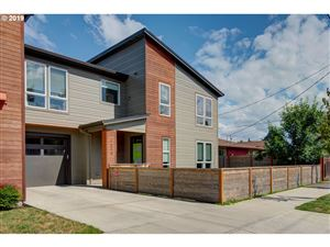 Photo of 1618 SE 76TH AVE, Portland, OR 97215 (MLS # 19208018)