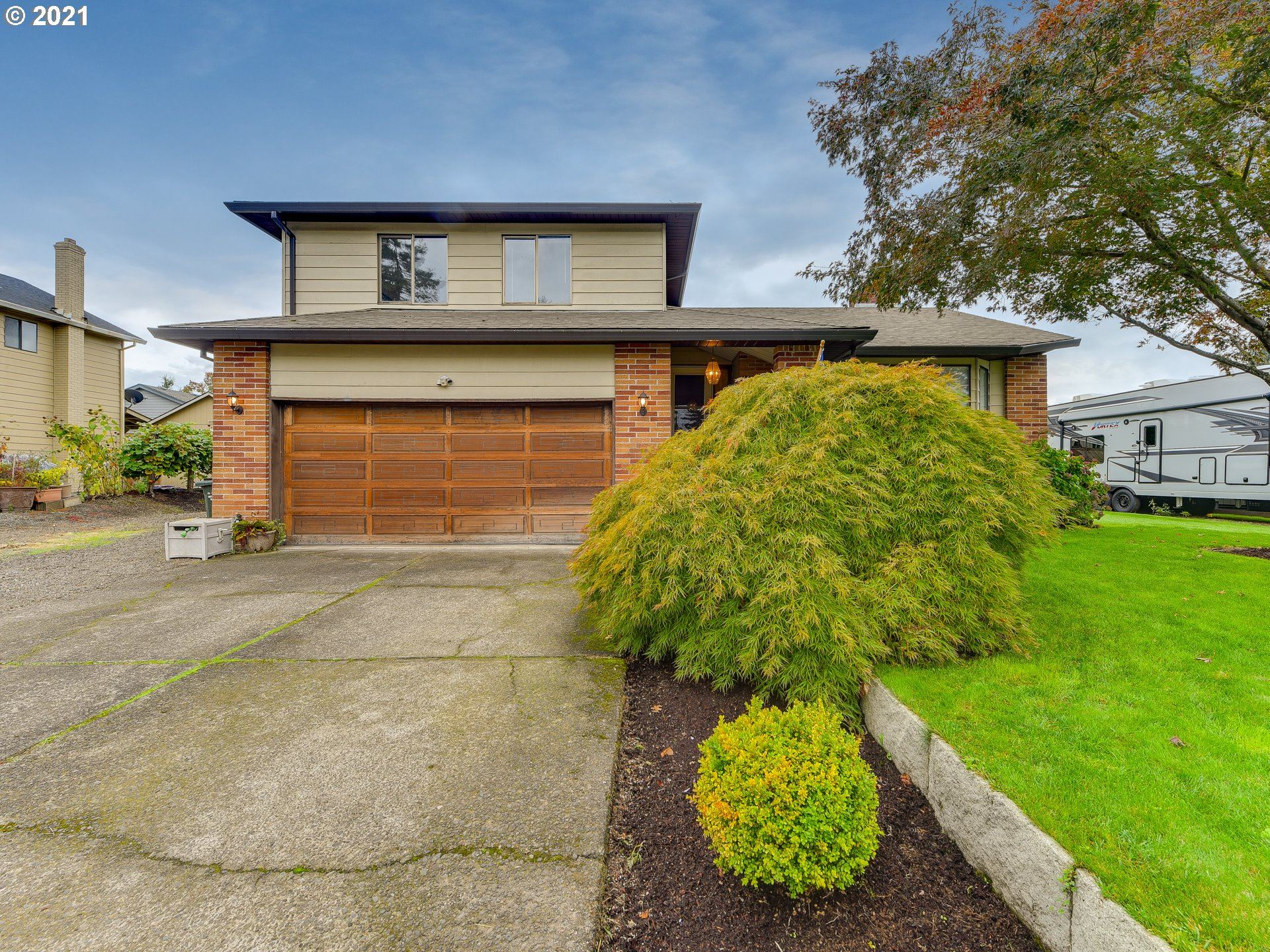 Photo of 447 SW 7TH AVE, Canby, OR 97013 (MLS # 21262018)