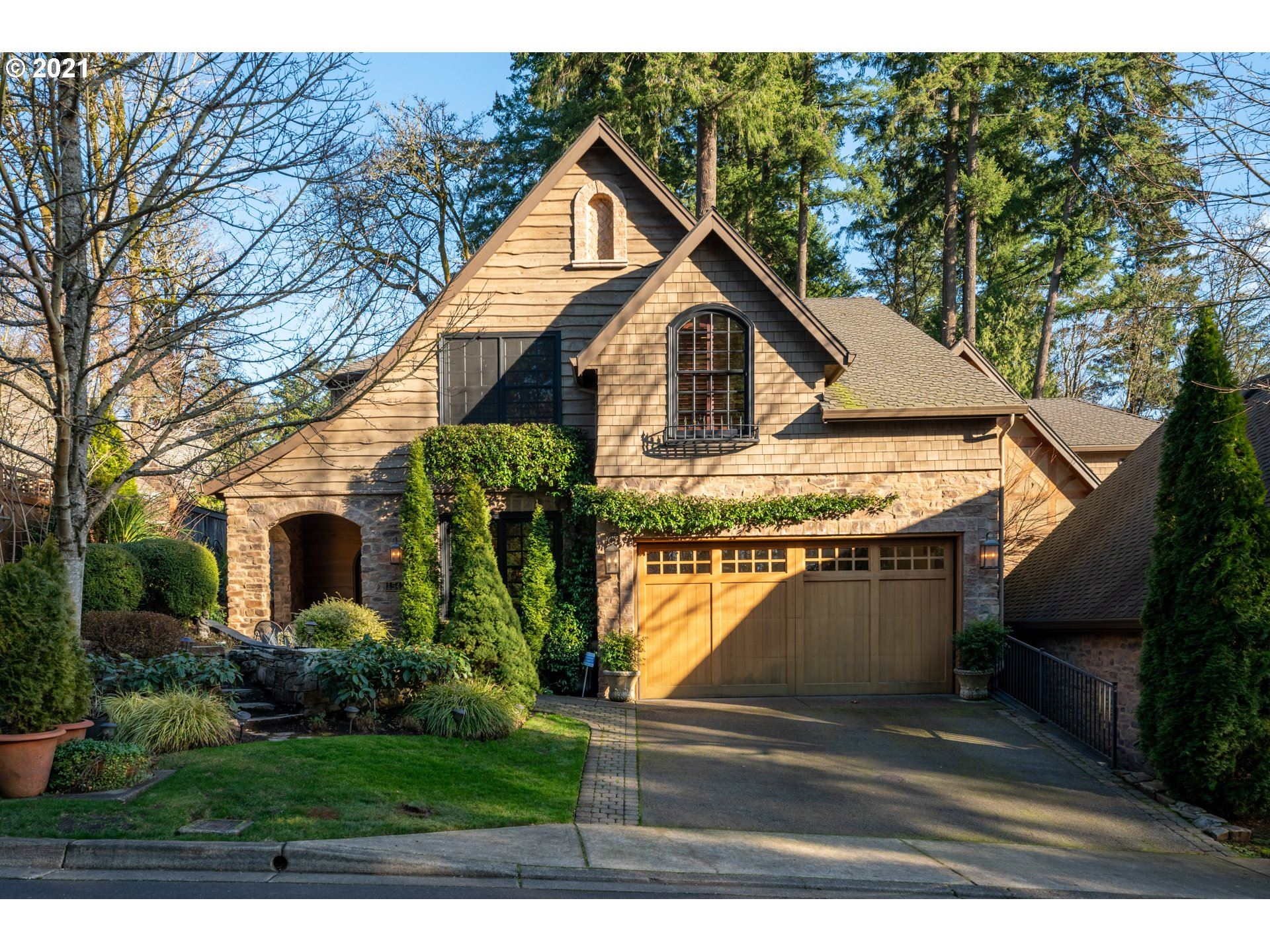 Photo for 15420 BOONES WAY, Lake Oswego, OR 97035 (MLS # 21409019)