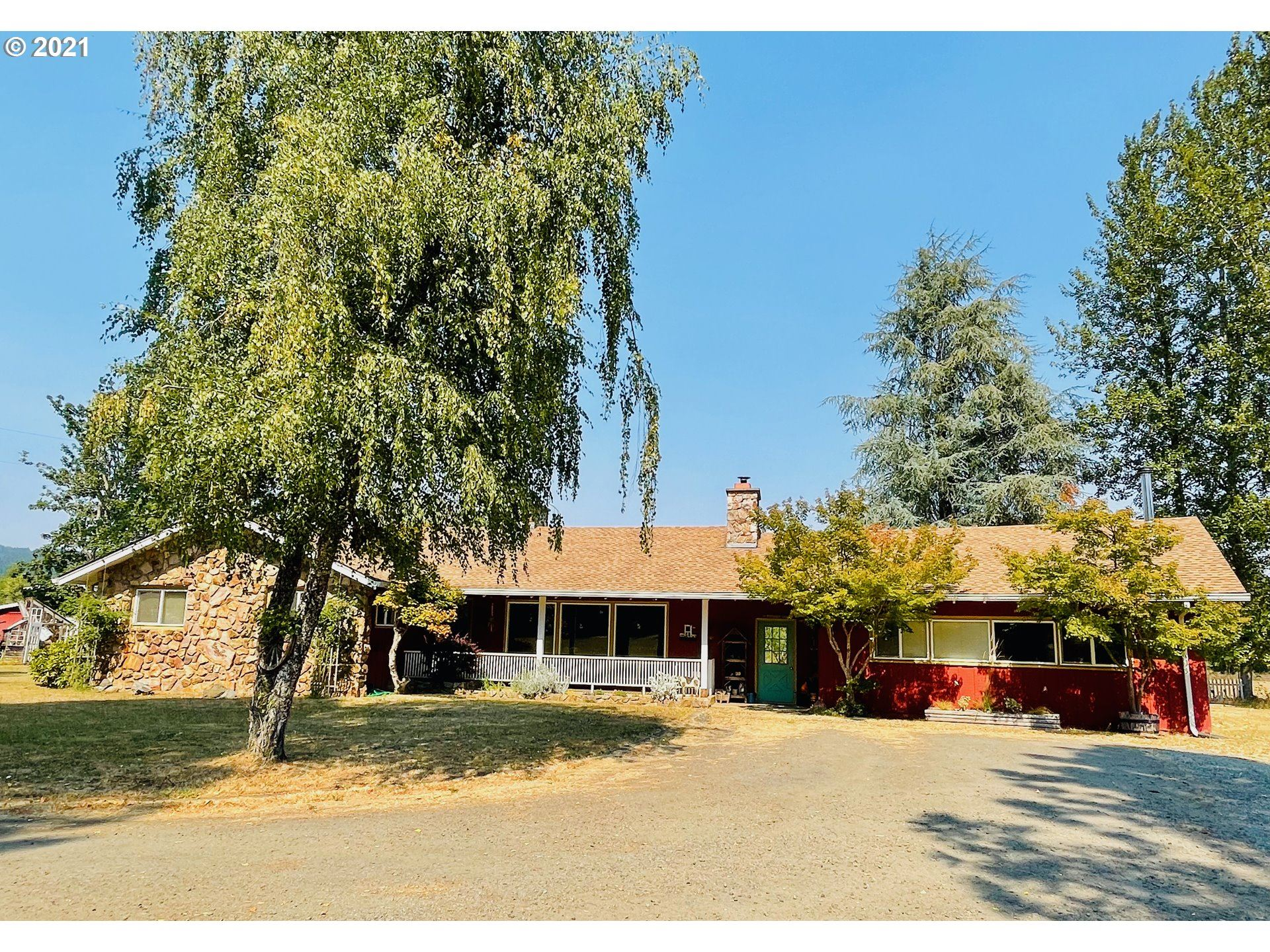 Photo for 32397 LYNX HOLLOW RD, Creswell, OR 97426 (MLS # 21343029)