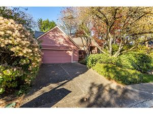 Photo of 3903 TEMPEST DR, Lake Oswego, OR 97035 (MLS # 19390030)