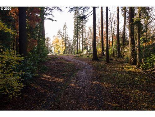 Photo of 1659 S GREENWOOD RD, Portland, OR 97219 (MLS # 20334032)