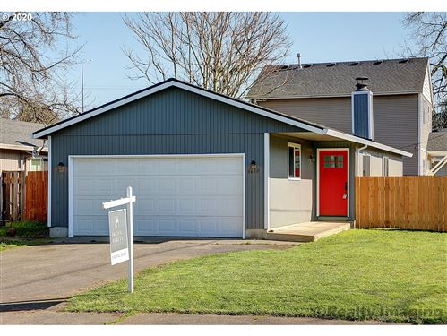 Photo of 6650 SE 93RD AVE, Portland, OR 97266 (MLS # 20658038)