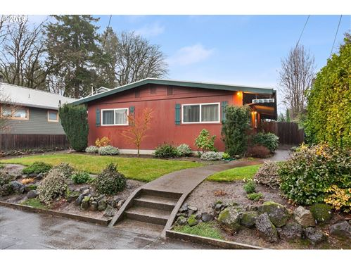 Photo of 6225 SE 13TH AVE, Portland, OR 97202 (MLS # 19332047)