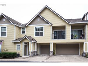 Photo of 2555 SNOWBERRY RIDGE CT, West Linn, OR 97068 (MLS # 19595053)