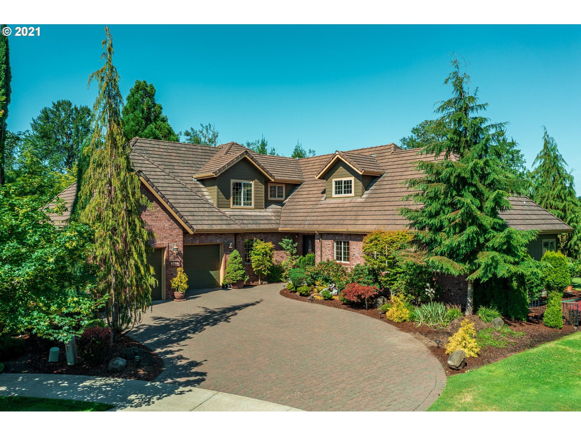 Photo of 1796 NW TROON CT, McMinnville, OR 97128 (MLS # 21320054)