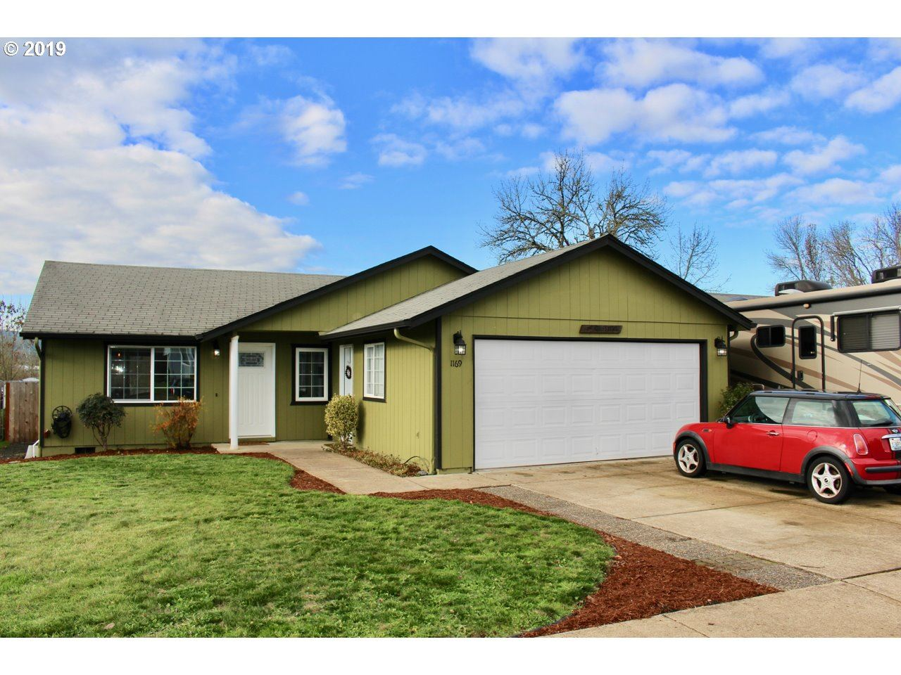 Photo for 1169 ASH GROVE LOOP, Creswell, OR 97426 (MLS # 19691058)