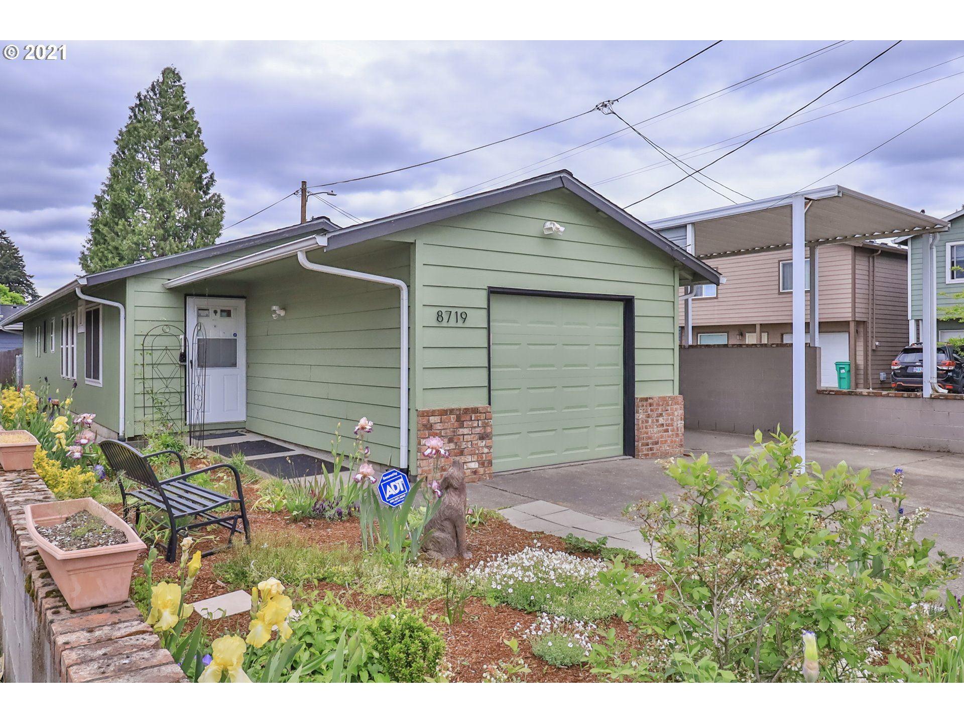 8719 SE ELLIS ST, Portland, OR 97266 - MLS#: 21606060