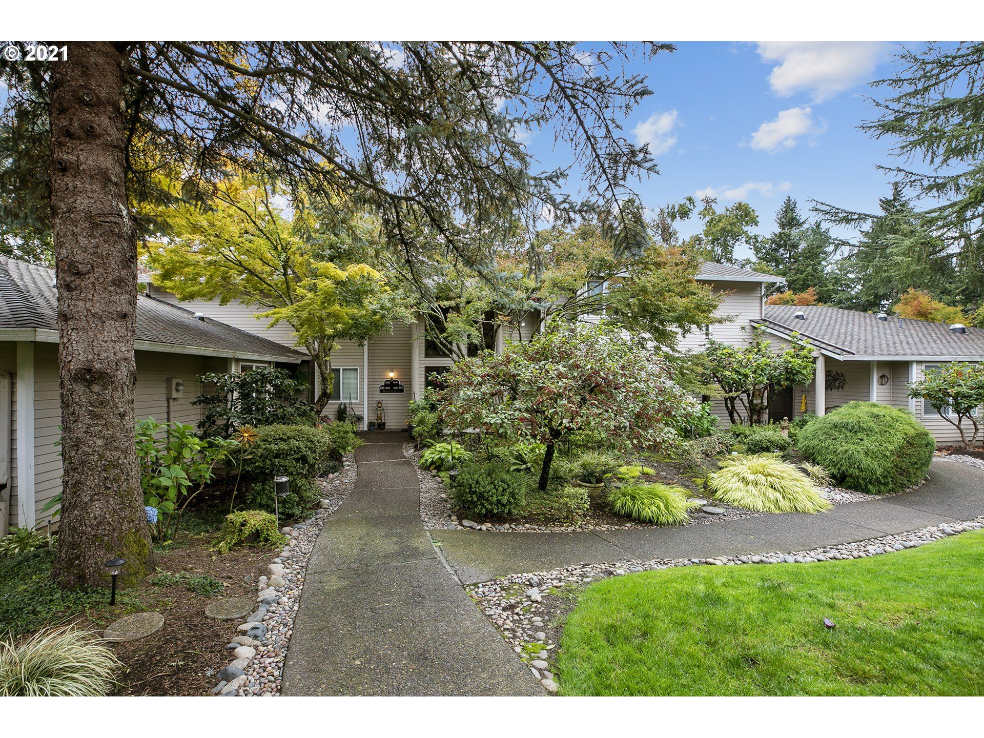 Photo of 8324 SW MARINERS DR, Wilsonville, OR 97070 (MLS # 21159061)