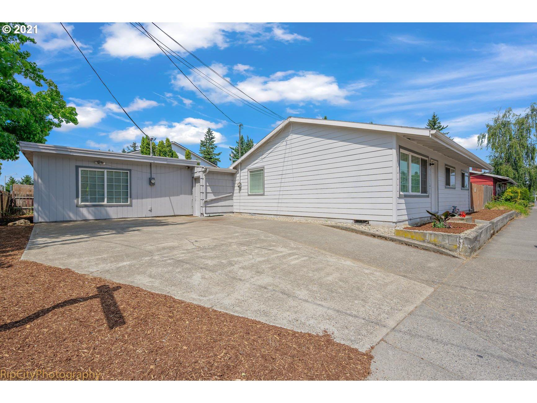 1327 SE 182ND AVE, Portland, OR 97233 - MLS#: 21224066