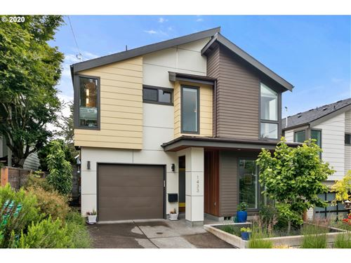 Photo of 1433 SW HUME CT, Portland, OR 97219 (MLS # 20687068)