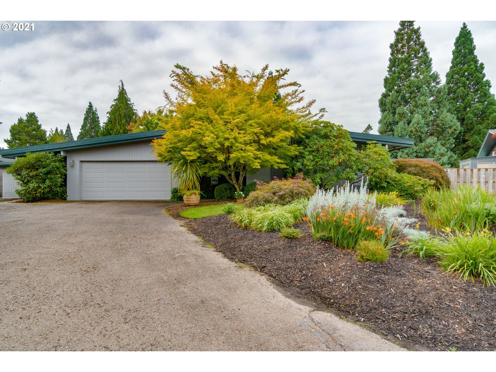 Photo of 1811 NW SAINT ANDREWS DR, McMinnville, OR 97128 (MLS # 21492068)