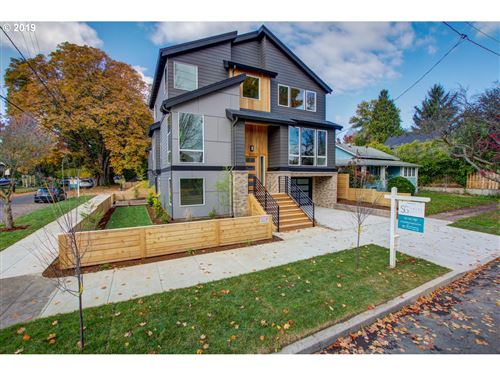 Photo of 2873 SE 41ST AVE, Portland, OR 97202 (MLS # 19182071)
