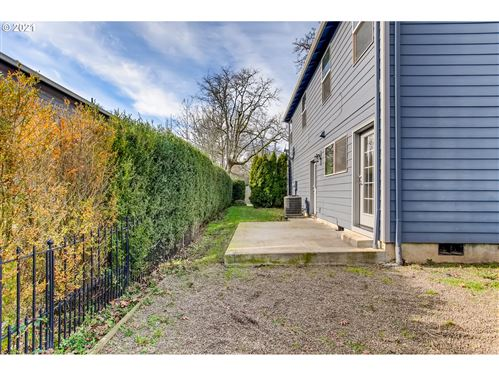 Tiny photo for 4846 LOWER DR, Lake Oswego, OR 97035 (MLS # 21234072)