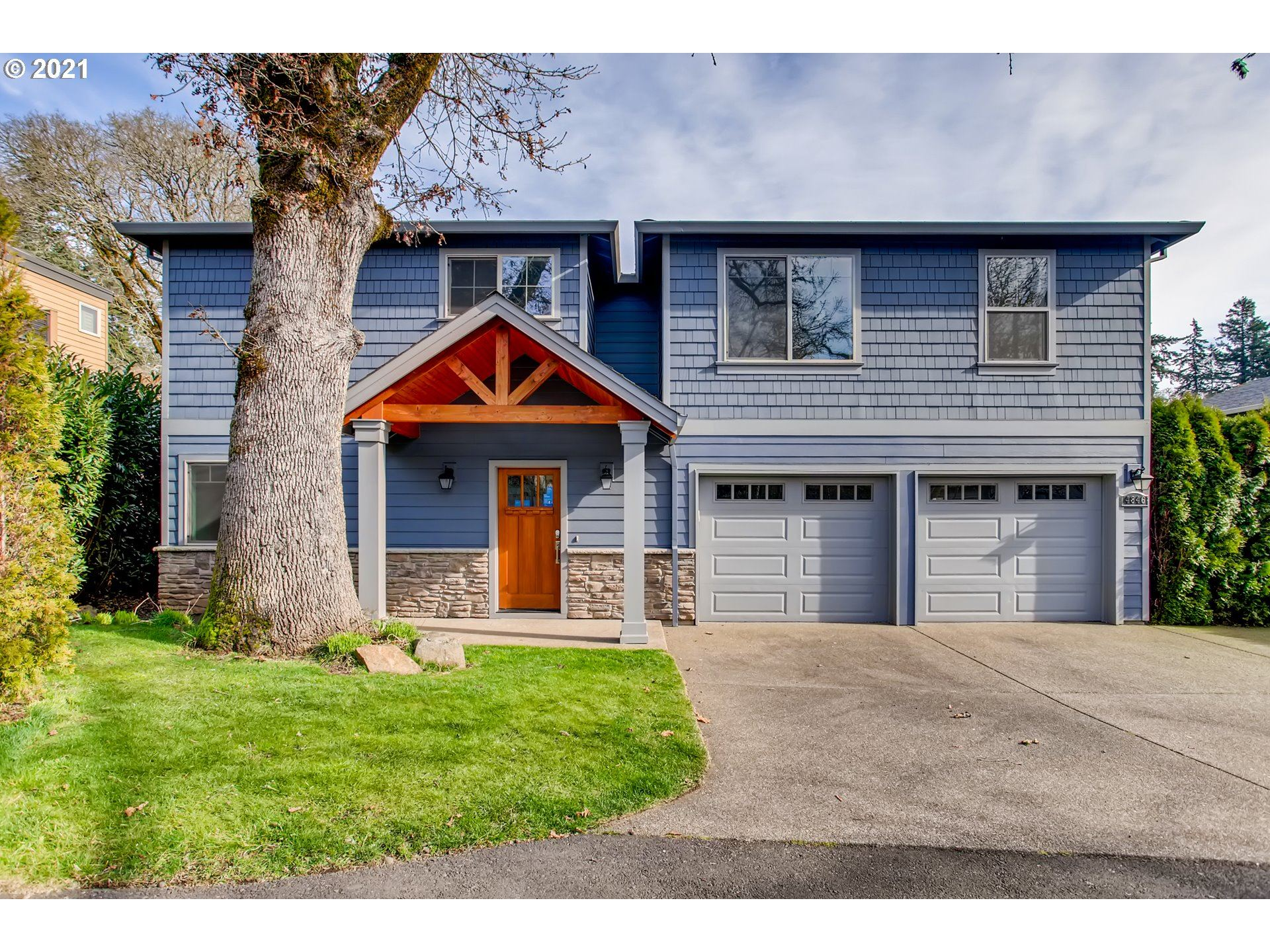 Photo for 4846 LOWER DR, Lake Oswego, OR 97035 (MLS # 21234072)