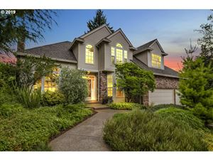 Photo of 3365 COEUR D ALENE DR, West Linn, OR 97068 (MLS # 19049073)