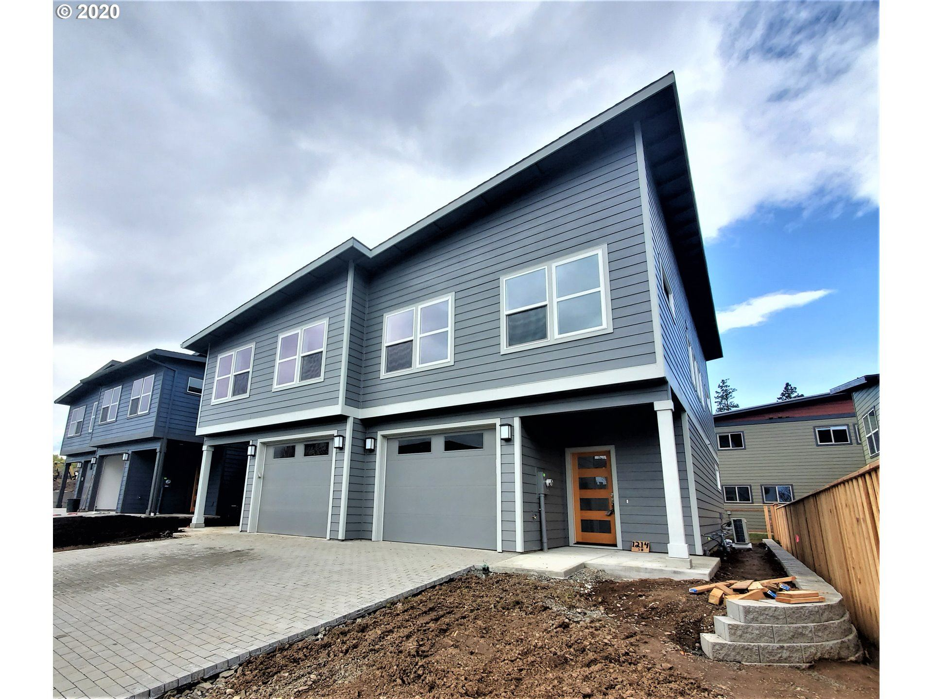 Photo of 1214 29th ST, Hood River, OR 97031 (MLS # 20188075)